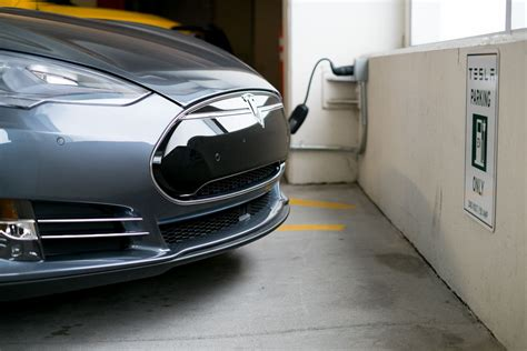 Tesla Charging Comparison 2013 Tesla P85 Vs 2015 Tesla P85d The