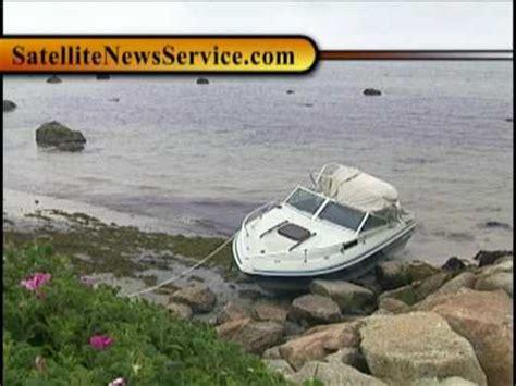 boat crash hyannis drunk snorkle boat driver crashes on rocks doovi