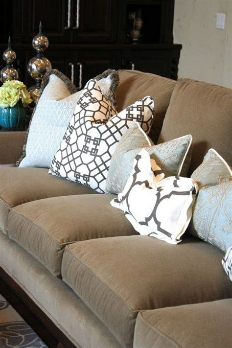 Accent Pillows For Brown Sofa 25 Best Ideas About Brown Pillows On Brown Room Decor Pillows And