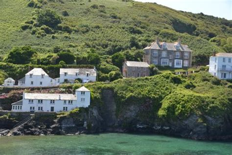 Doc Martins House On The Right Picture Of Port Isaac And The House Port Isaac
