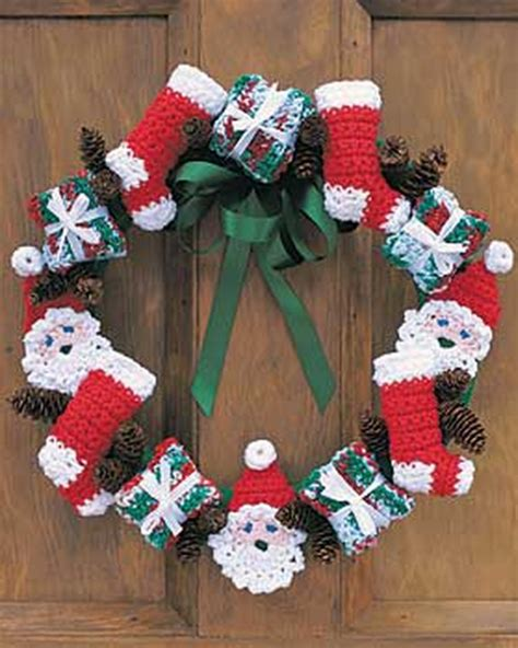 crochet christmas crafts santa and crochet wreath allfreechristmascrafts
