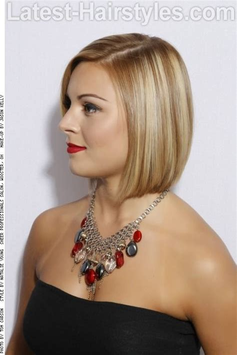 beveled back short hair this bob is graduated but with a heavy perimeter giving