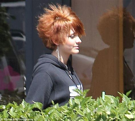 paris jackson short hairstyle paris jackson debuts her orange spiky cropped cut as she
