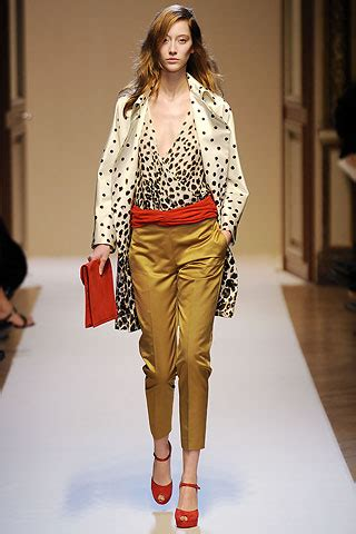 It Or Loathe It Minogue In Emanuel Ungaro Ss 07 by Emanuel Ungaro Fall Winter 2010 Searching For Style