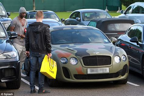 bentley camo mario balotelli covers his 163 160 000 bentley continental gt