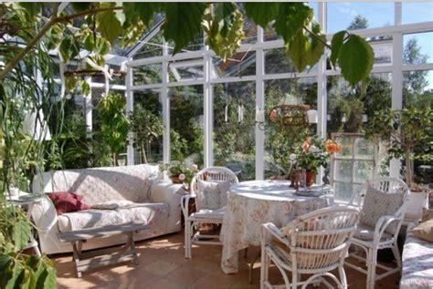 piante da veranda scegli una veranda in legno e vetro e arredala in stile shabby