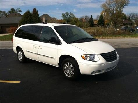 auto body repair training 2006 chrysler town country auto manual buy used 2006 chrysler town country body damage in capitol heights maryland united states