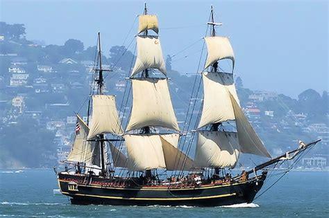 schip bounty famed movie ship hms bounty replica abandoned at sea