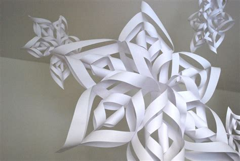How To Make 3d Snowflakes Out Of Construction Paper - paper snowflakes http lomets