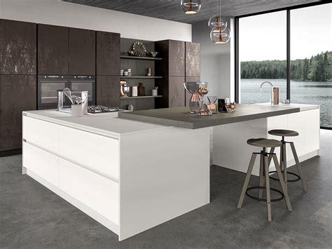 cucina ad isola con anta in vetro arredamento mobili