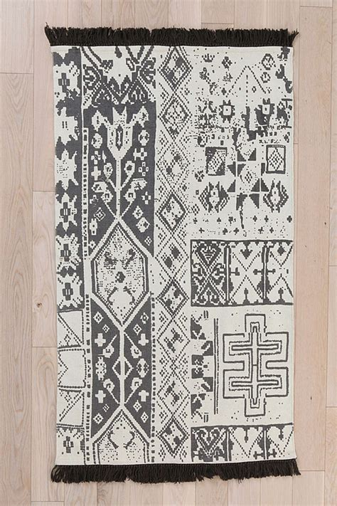 urbanoutfitters rug black moroccan rug at outfitters moroccan decor