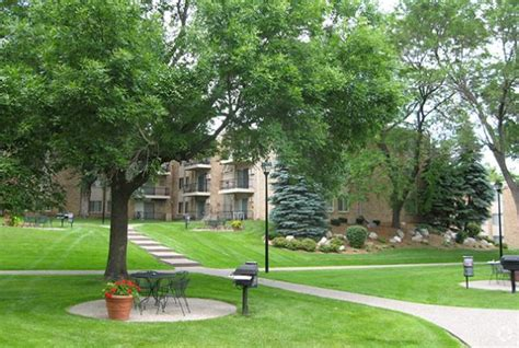 Parklawn Apartments Bloomington In Yorkdale Townhomes Rentals Edina Mn Apartments