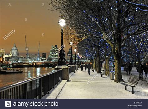 river thames in the christmas snow stock photo royalty