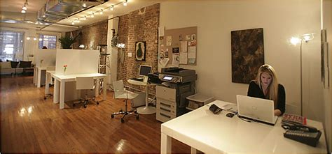 Shared Living Room And Office Space Ideas De Negocios Alquiler De Oficinas Compartidas A