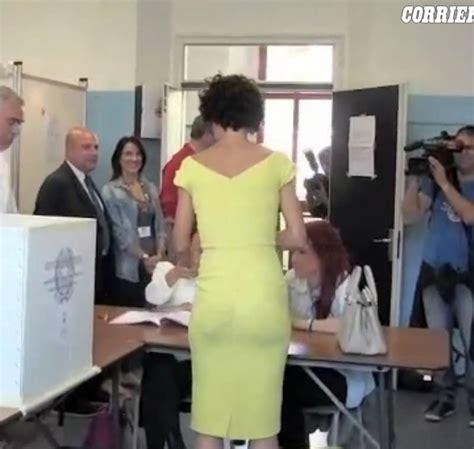 mogli bagnate matteo renzi e agnese landini al voto a pontassieve 30