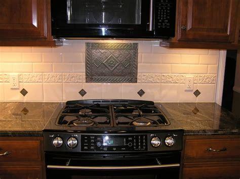kitchen backsplash  stove medallion show
