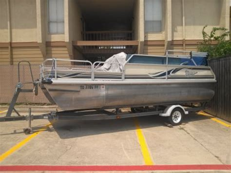 2000 voyager pontoon boat 2000 18 foot voyager pontoon fishing boat for sale in