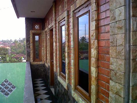 tips jitu desain dinding rumah batu alam  terlihat menawan