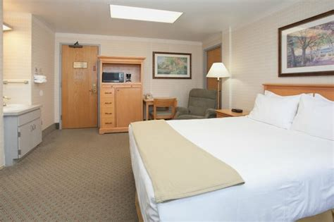 army barracks room guest room picture of ihg army hotels on fort carson colorado inn fort carson tripadvisor