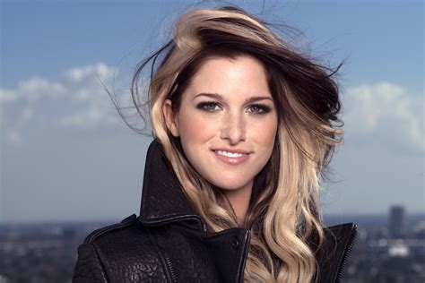 new female country singers 2014 cassadee pope and dolly parton to perform on quot the voice quot