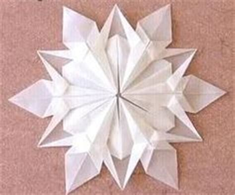 tutorial origami snowflake snowflake christmas crafts ornaments on pinterest 330