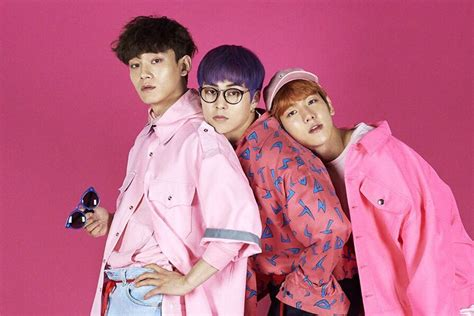 exo japanese songs exo cbx flies to japan for group s new reality show soompi
