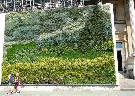 Van Gogh Vertical Garden In London S Trafalgar Square Live Wall Garden