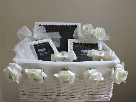 Wedding Gift Basket Ideas by Wedding Gift Basket Ideas Imbusy For