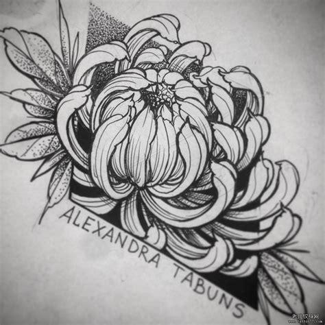 女生腹部菊花纹身图案
