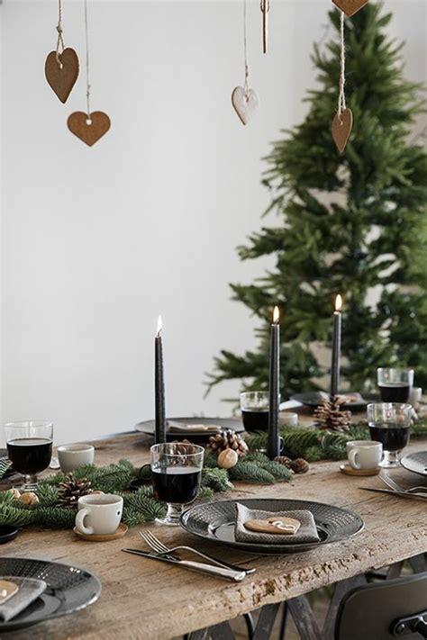 schwarze kerzen weihnachtliche tischdeko schaffen sie eine wirklich