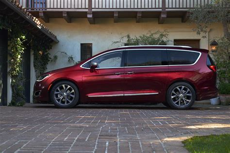 chrysler minivan 2017 chrysler pacifica minivan takes for town