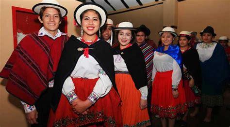 hombres ropa tipica de ecuador la vestimenta de los ca 241 aris se present 243 en un desfile