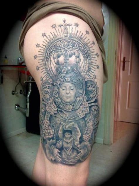 tatuaż religijny udo przez silver needle tattoo