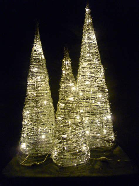 led weihnachtsbaum leuchtpyramide kegel 3er set aus