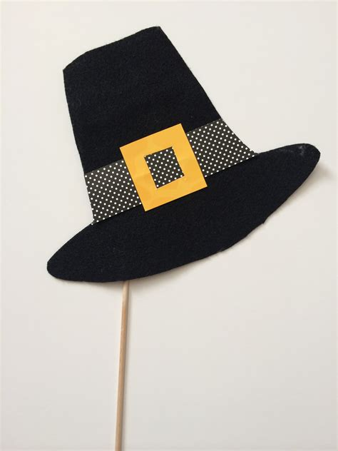 Pilgrim Hats Out Of Construction Paper - thanksgiving photo booth props for the classroom free