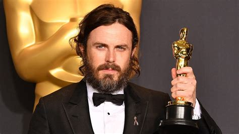 oscar best actor casey affleck wins best actor at 2017 oscars despite