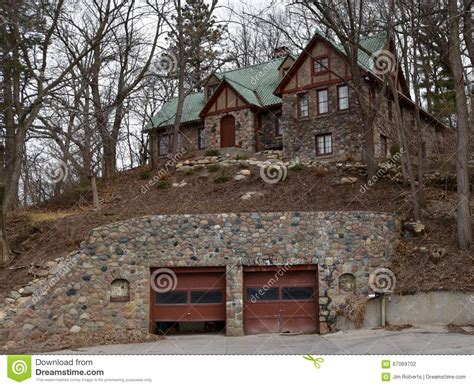 20 traditional architecture inspired detached garages garage on hill home design 20 traditional