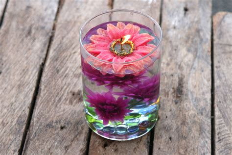 how to make centerpieces using distilled water and