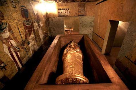 imagenes egipcias tutankamon egipto inaugura r 233 plica de la tumba de tutankam 243 n el