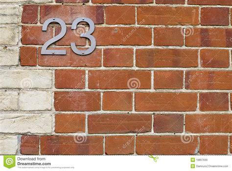 numero di casa numero di casa 23 sul muro di mattoni fotografia stock