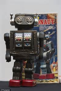 libro discover science robots the robots exhibition sees machines to go on display to chart 500 year history daily mail online