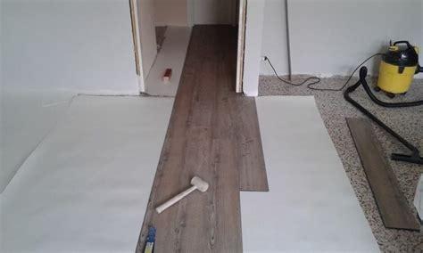 posatura pavimenti foto posatura pavimento lvt con materassino di target