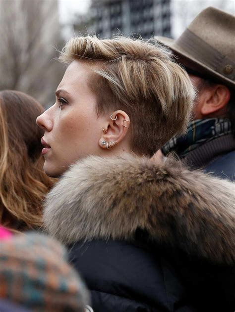 scarlett johansson at the women s march in washington 01