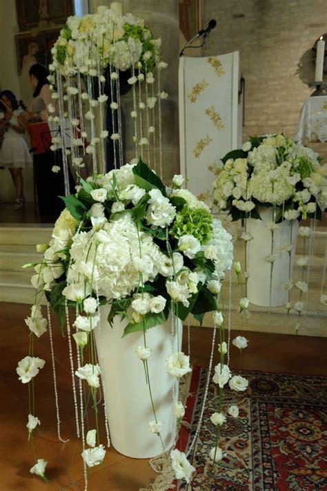 fiori in chiesa oltre 25 fantastiche idee su decorazioni nuziali su