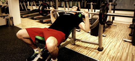 improving bench press strength 10 kickass tips to improve bench press strength