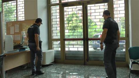 ufficio disoccupazione torino torino donna si d 224 fuoco all inps 232 grave quot licenziata a
