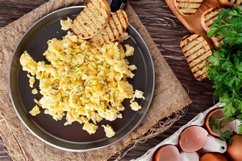 uova cucinare scuola di cucina come preparare le uova strapazzate la