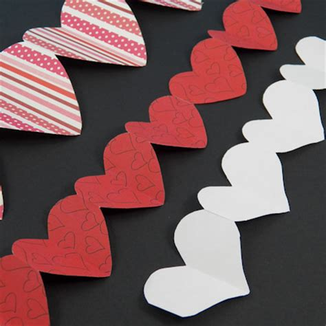 How To Make Paper Chain Hearts - how to make paper chains valentines crafts