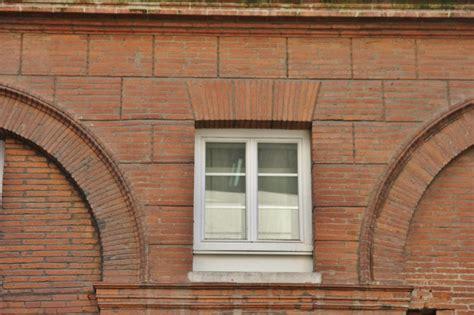 Briques Peintes En Blanc by Toulouse Et La Brique