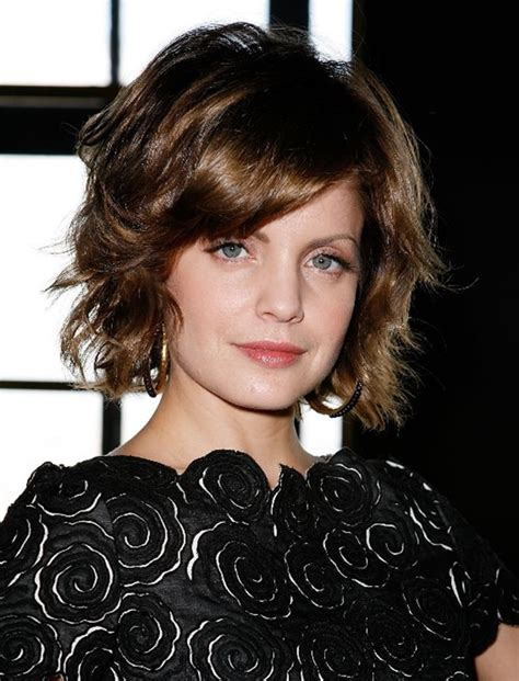 what size curling ironto get short textured bob 69 gorgeous ways to make layered hair pop